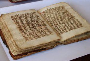 Régi könyvek, levéltári emlékek védelme